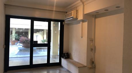 Ufficio sito in Via Appia Nuova