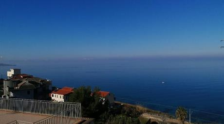 Quadrilocale in Vendita in Via Riviera Prangi 98 a Pizzo