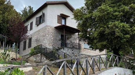 Villa unifamiliare via Ameraldo de Felice 95, Poggio Catino € 295.000