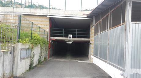 Si affitta box/garage