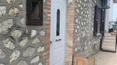 Casa indipendente in vendita a Cellino Attanasio 66.000 €