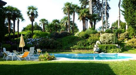 B-Vacanze  in splendida villa con piscina