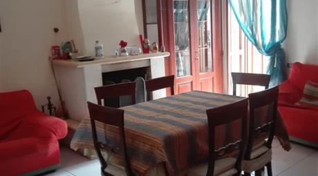 Appartamento indipendente in Piazza con Terrazzo