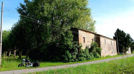 Rustico con 1800 metri di giardino e vista colli in vendita a Vescovana