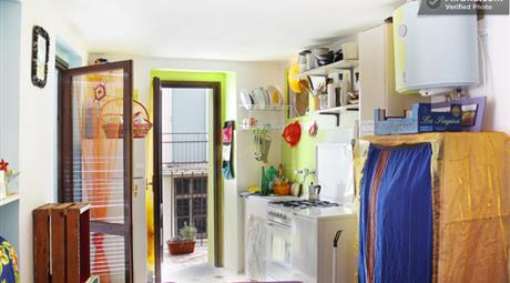 Minippartamento 3 balconi + camino, centro Casale