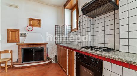 Casa indipendente con terrazzo in centro | Laurino