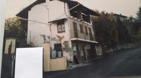 Casa indipendente 4 lati con terreno 2000 mq