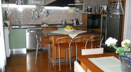 Appartamento e mansarda con entrata indipendente ammobiliato