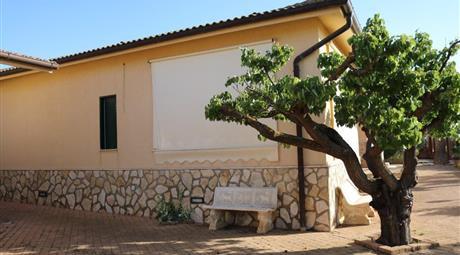 Villino con veranda e giardino