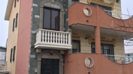Bella palazzina indipendente con 3 appartamenti