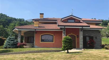 Villa via Costassa, Villar San Costanzo