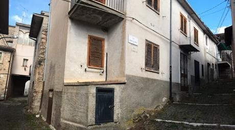 Casa da ristrutturare a Barete