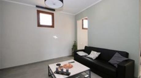 Vendersi un appartamento