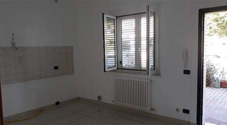 Piano terra 600 € si vende un appartamento