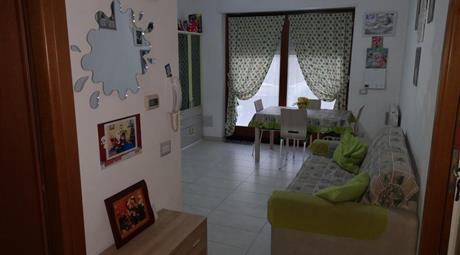 Casa in contesto residenziale