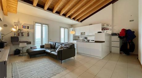 Luminoso e moderno appartamento
