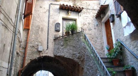 Trilocale in Vendita a Zuccarello € 74.000