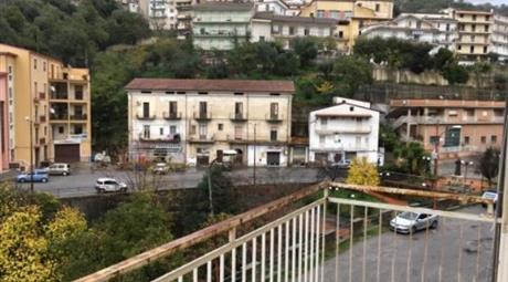 Trilocale panoramico a Luzzi centro