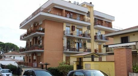 Appartamento via Costantiniana, Roma      € 220.000
