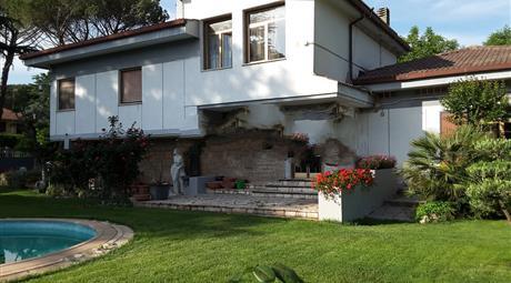 Villa in vendita in viale Antonio Gramsci, 32 /a