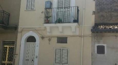 Casa su tre livelli in centro storico a Scicli