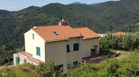 Villa trifamiliare soleggiatissima