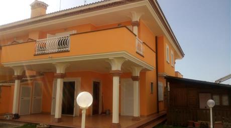 Porzione di villa quadriamiliare su due livelli