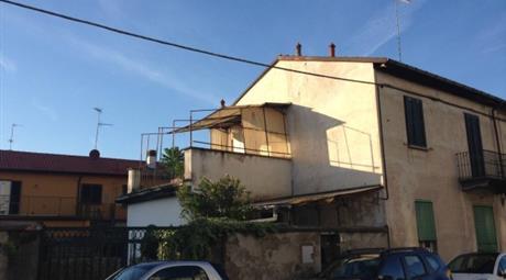 Villa via Rosolino Pilo 8, Legnano