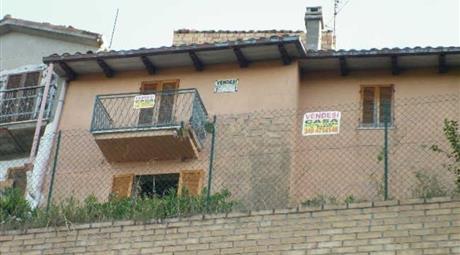 Appartamento su due piani in vendita in via Arnaldo di Troia, 3 -5, Bellante