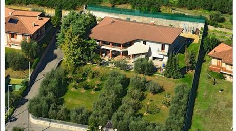 Villa +lotto edificabile in vendita