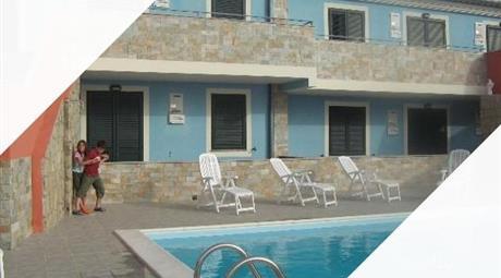 Appartamento arredato con piscina vista mare