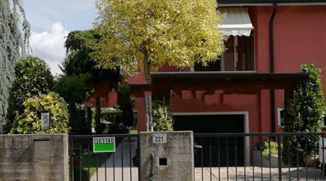 Villa bifamiliare via Giuseppe Garibaldi 221, Castagnaro