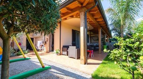 Casa Bifamiliare, Trifamiliare in Vendita a Brolo