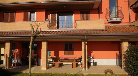 Appartamento su due piani con giardino