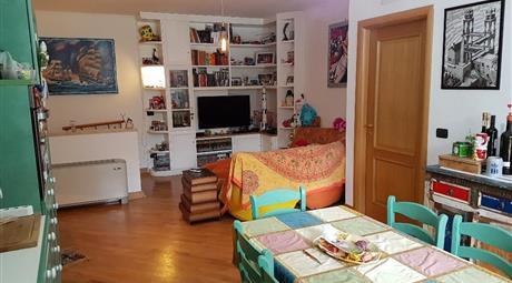 Appartamento piano terra su 2 livelli con giardino