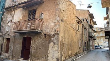 Vendo stabile indipendente a Palma di Montechiaro (AG)