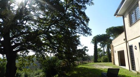 Vendesi villa immersa nel verde con vista panoramica facilmente frazionabile con terreno di due ettari