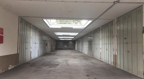 Vendesi garage a  Trofarello