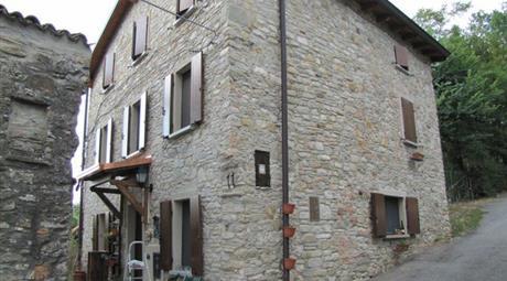 Rustico, Casale in Vendita in zona Caminata a Alta Val Tidone