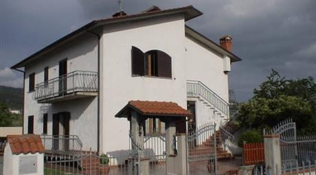 Villa via Fondo il Piano 7D, Villa Collemandina