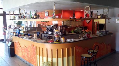 Bar in  Vendita a Adria