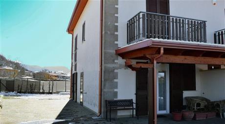 Villa bifamiliare Contrada Tintera 21, Pignola € 185.000