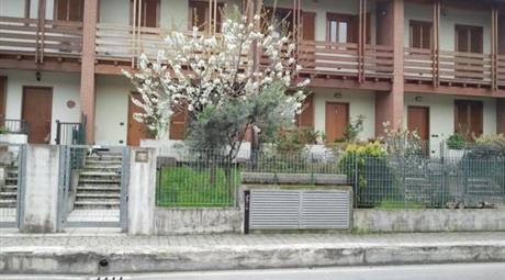 Villetta a schiera ad Arcene