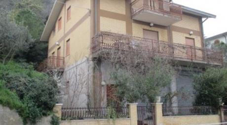 Casale/cascina in vendita in contrada Briccioli, 79 /A, Altino 250.000