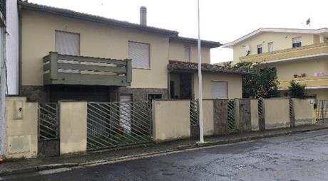 Villetta bifamiliare in vendita in via Ugo Foscolo, 20