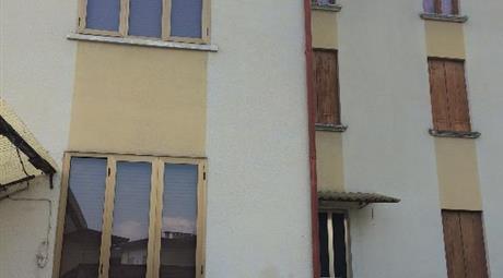 Casa di testa da ristrutturare con possibilità di ampliare