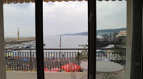Panoramico 3 vani arredato fronte mare