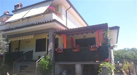 Vendesi villa  a Lariano