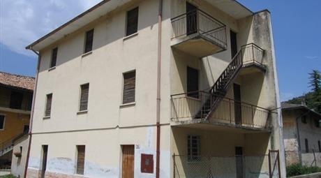 Edificio da ristrutturare- 2 unità abitative 82.000 €