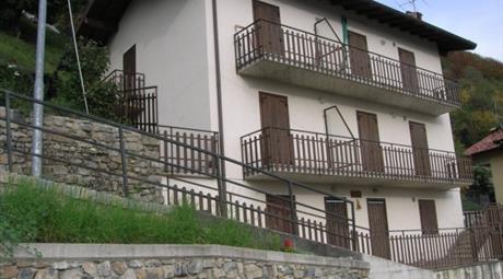Palazzo / Stabile via Orobica, 1, Dossena      € 213.000